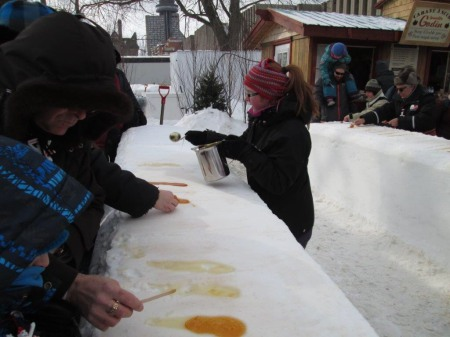雪にメープルシロップはカナダ人の常識